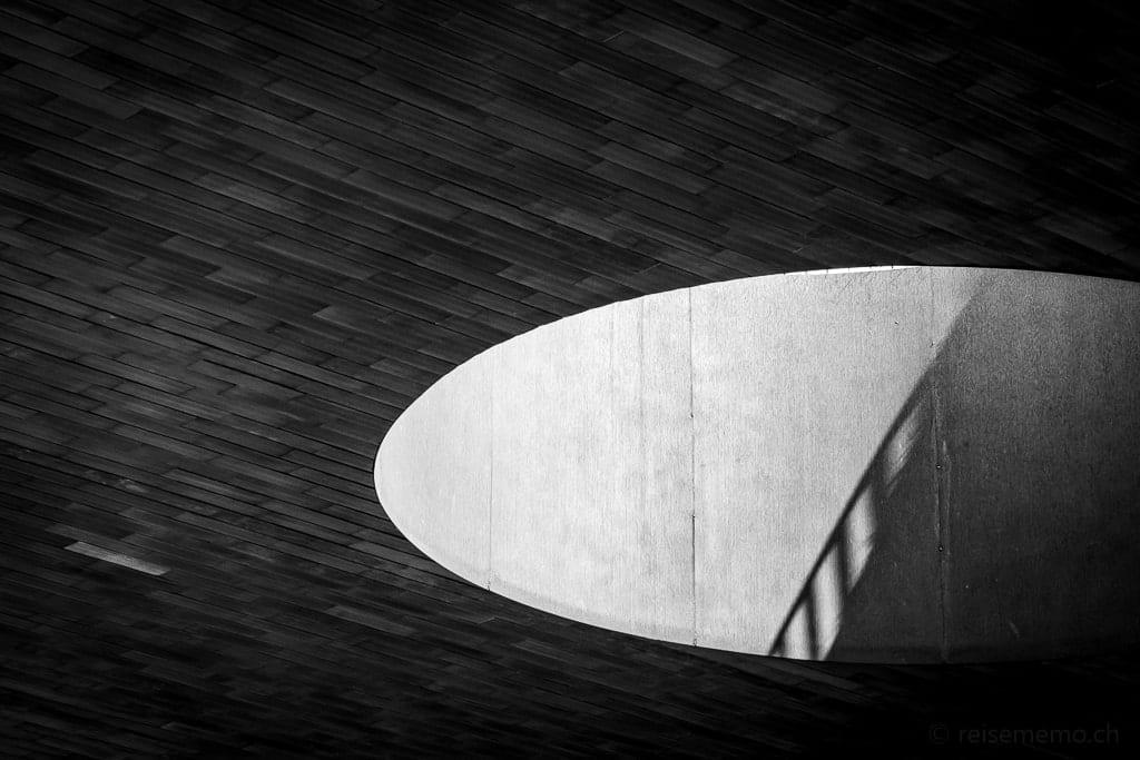 Schattenspiel im Vordach der Nuova Cantina Antinori