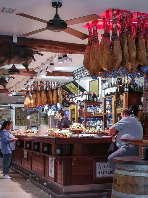 Schinken und Pintxos der Casa Alcalde in San Sebastián, Donostia