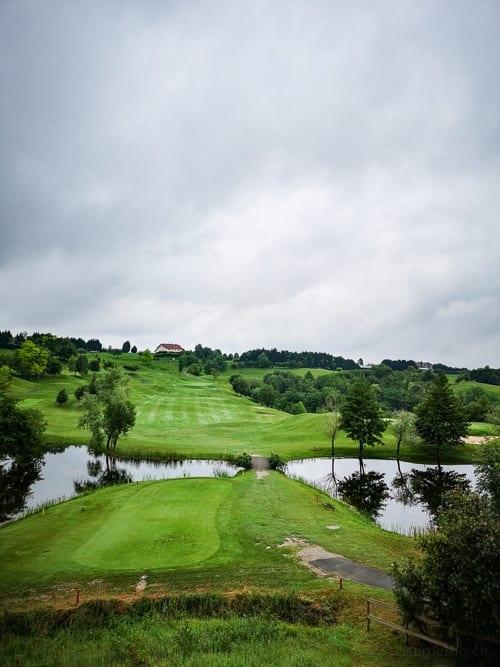 Clubhaus und Fairway Golf Basozabal