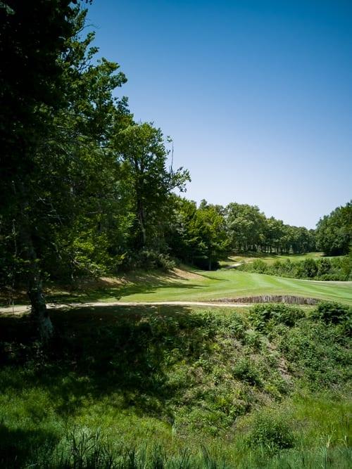 Tückisches Fairway 13 des Izki Golfplatzes