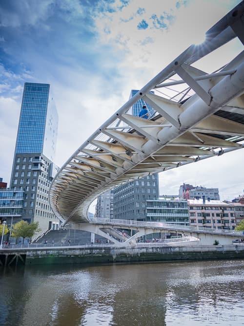 Zubizuri-Brücke von Santiago Calatrava
