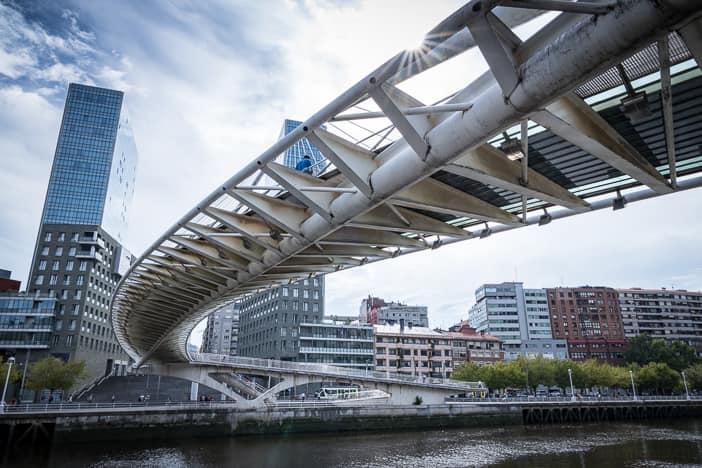 Nervión-Brücke Zubizuri von Santiago Calatrava