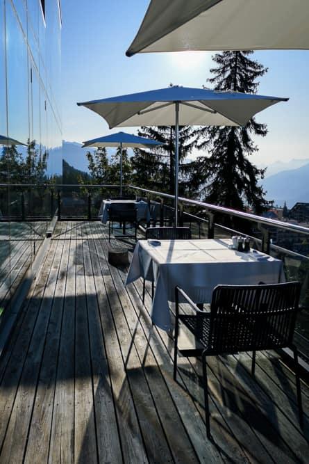 Terrasse im Crans Ambassador nach Sonnenaufgang
