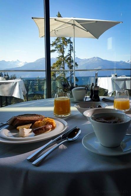 Frühstück im Crans Ambassador mit Aussicht auf Walliser Alpen