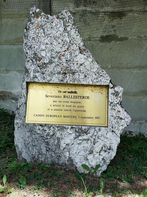 Gedenktafel für Severiano Ballesteros' Befreiungsschlag vom 5. September 1993