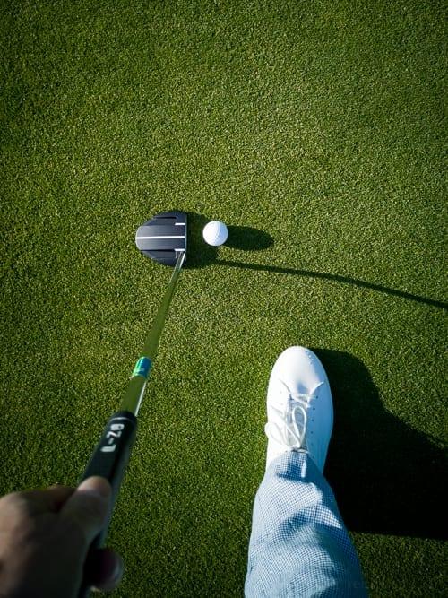 Putter und Golfschuh in Crans-Montana