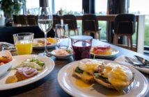 Egg Benedict im Restaurant OLEA