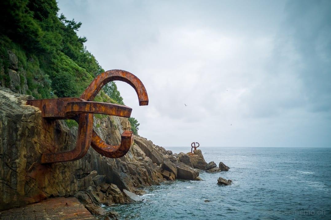 Küstenlinie von San Sebastián mit Peine del Viento Skulpturen von Eduardo Chillida
