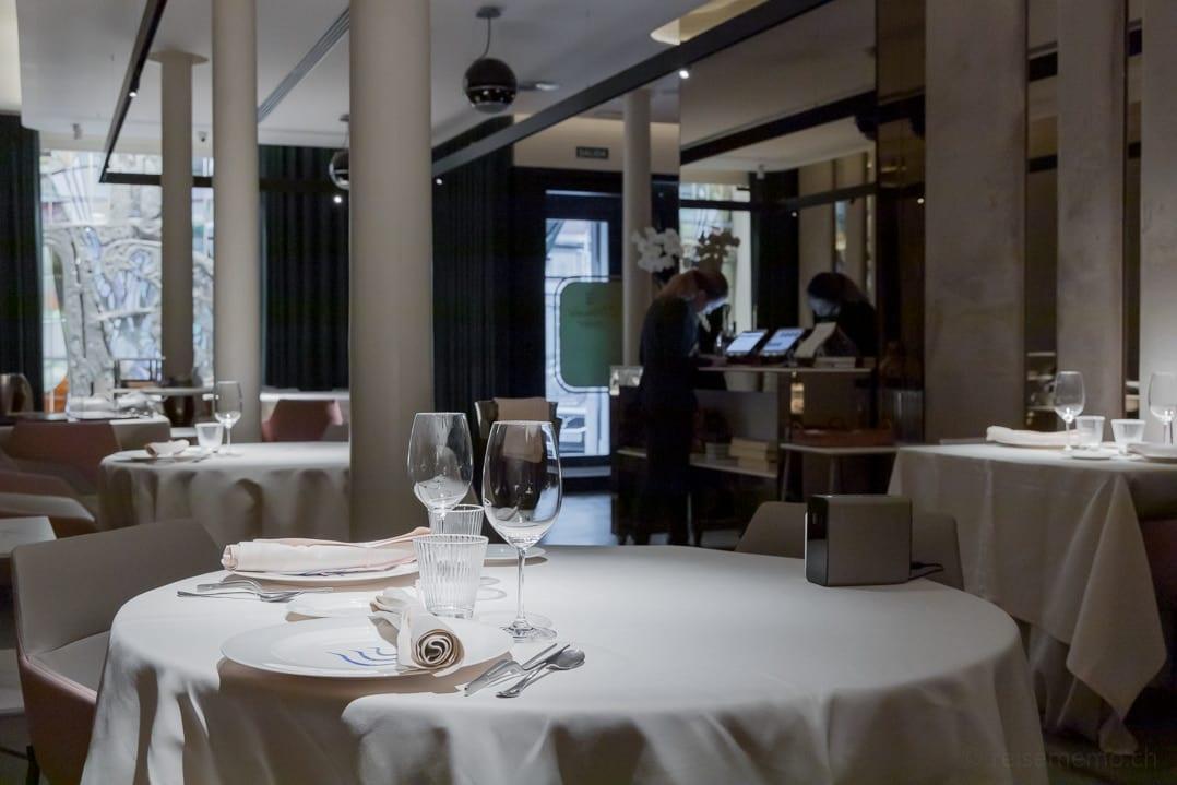 Gedeckte Tische im Michelin-Restaurant Atelier Extanobe von Fernando Canales