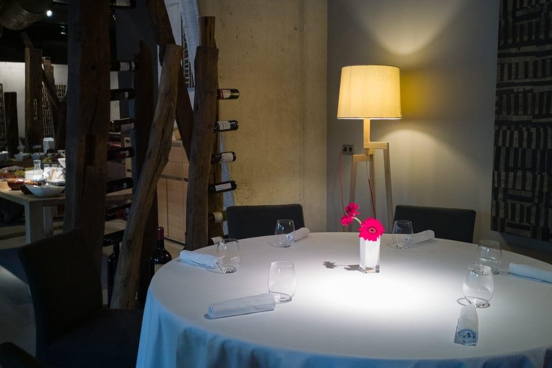 Tisch im Cuisine Restaurant des Designhotels Viura in Villabuena de Álava