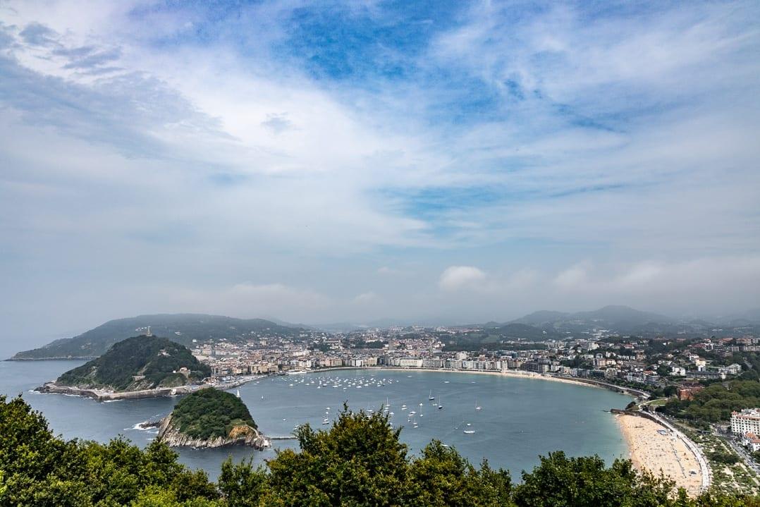Aussicht auf San Sebastiáns Strand La Concha vom Monte Igueldo