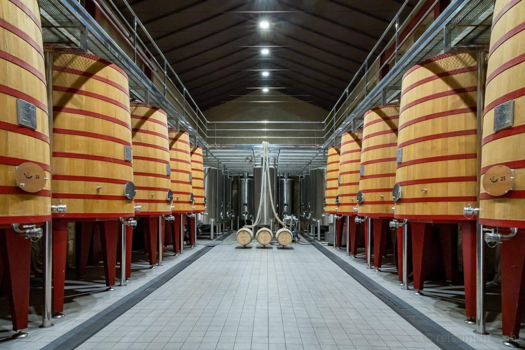Weinbottiche im Weinkeller der Marqués de Riscal