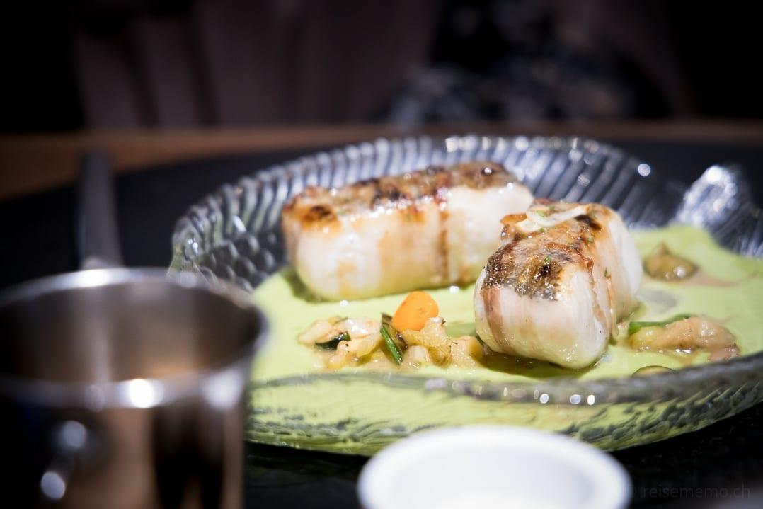 Gegrillter Seehecht mit Speck auf Erbsenpurée im Patri Restaurant Bilbao