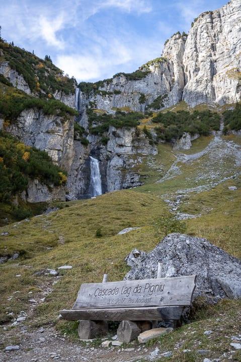Sitzbank bei den Panixersee-Wasserfällen