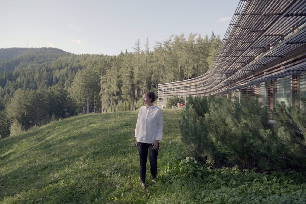 Holzlamellen des Mountain Vigilius Resorts