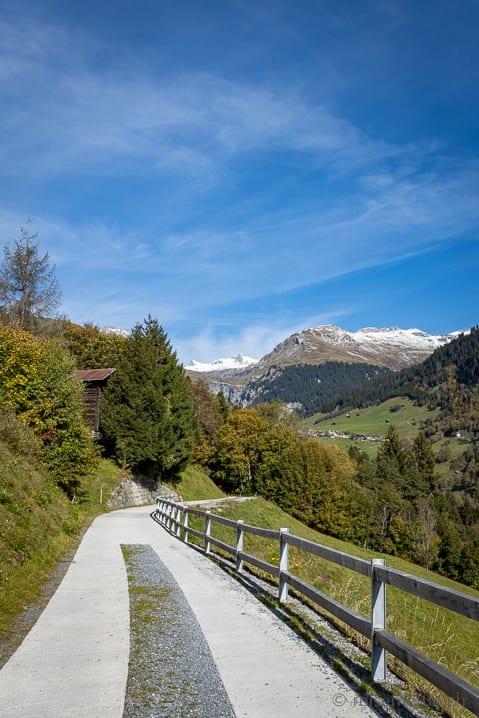 Wanderweg in Richtung Lag de Pigniu