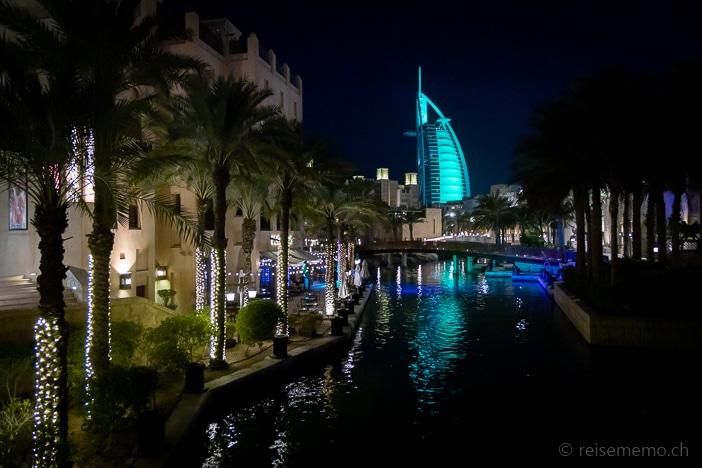 Das Burj Al Arab Hotel nachts