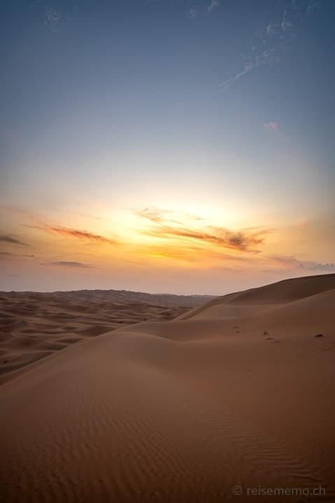 Abenddämmerung über den Dünen der Liwa-Wüste
