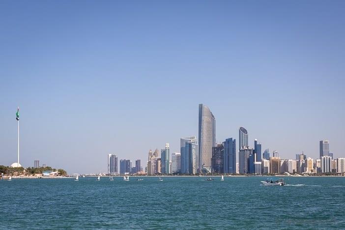 Skyline von Abu Dhabi von der Al Marina Insel