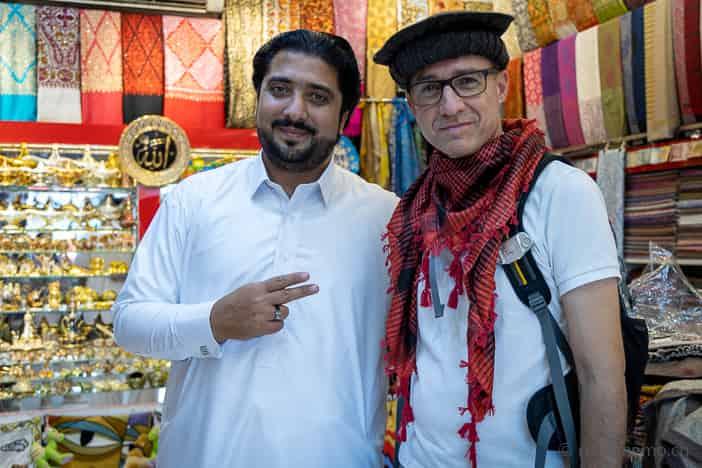 Ali will Walter einen pakistanischen Hut verkaufen