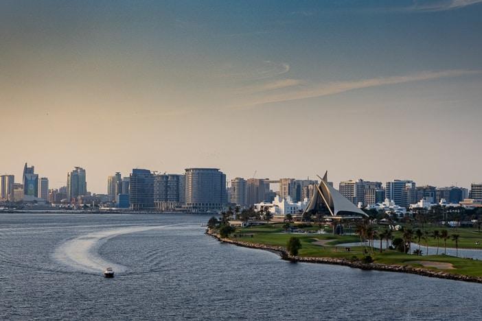 Dubai Creek Golfplatz und Clubhaus