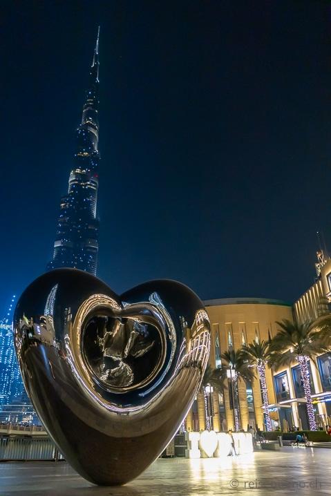 Dubai Mall by night
