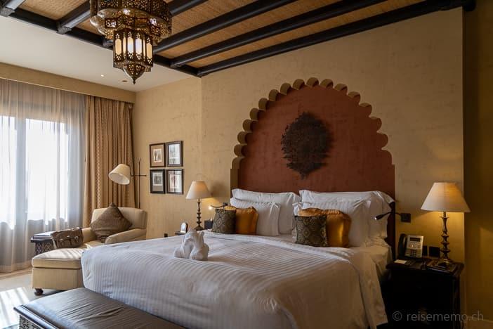 Grosszügiges Hotelzimmer mit Kingsize Bett