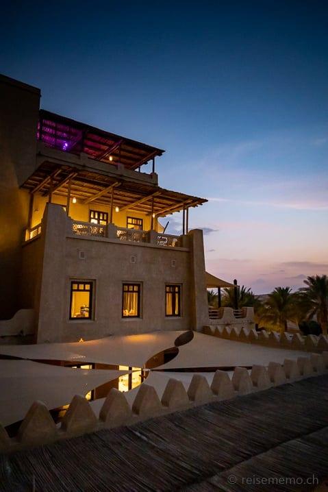 Restaurants des Qasr Al Sarab am Abend
