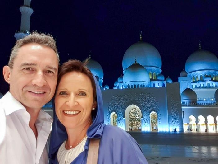 Walter und Katja in der Scheich-Zayid-Moschee in Abu Dhabi