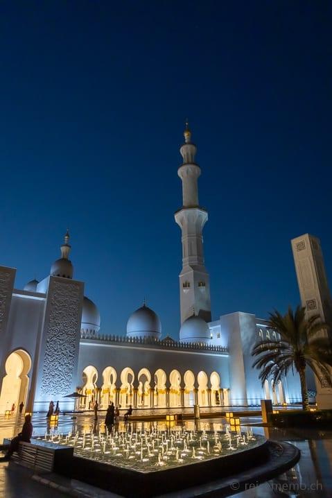 Die Moschee zur blauen Stunde