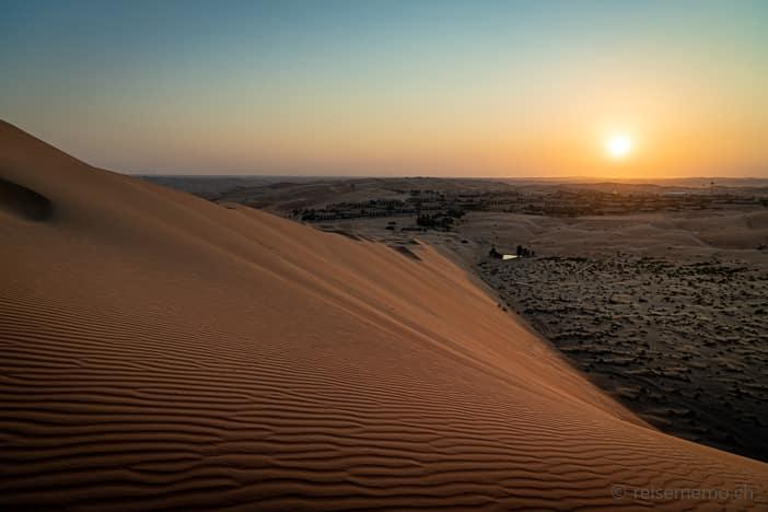 Sonnenaufgang über der Oase Liwa des Qasr Al Sarab