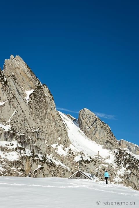 Wanderin auf der Alp Fros beim Wildhauser Schafberg