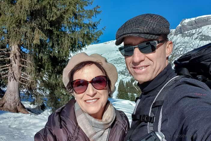 Katja und Walter auf der Winterwanderung Flims - Foppa - Runcahöhe - Flims