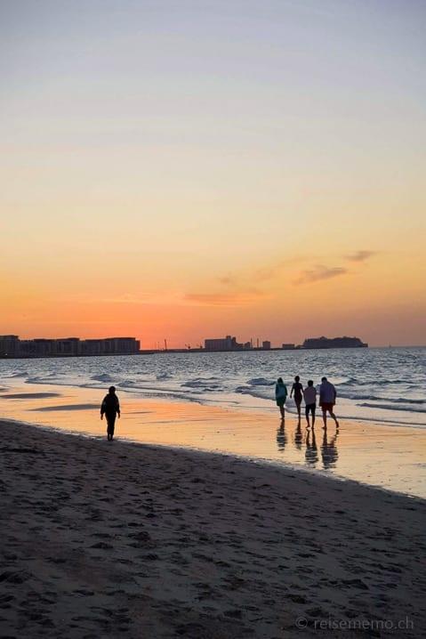 Abenddämmerung am Strand von Saadiyat Island