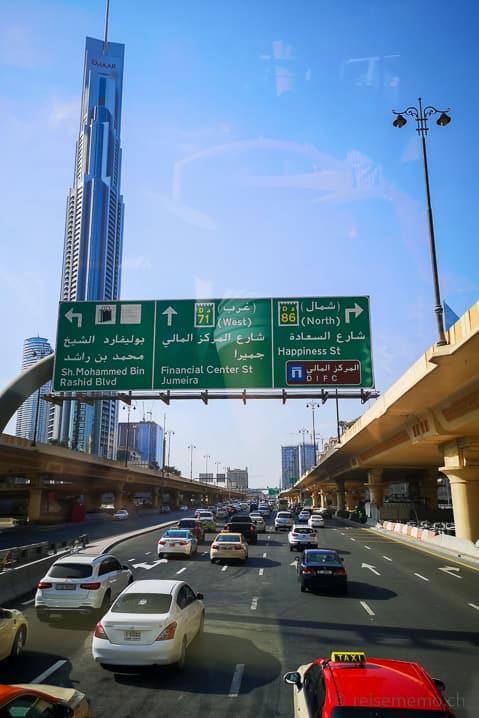 Taxis auf der Dubai Autobahn