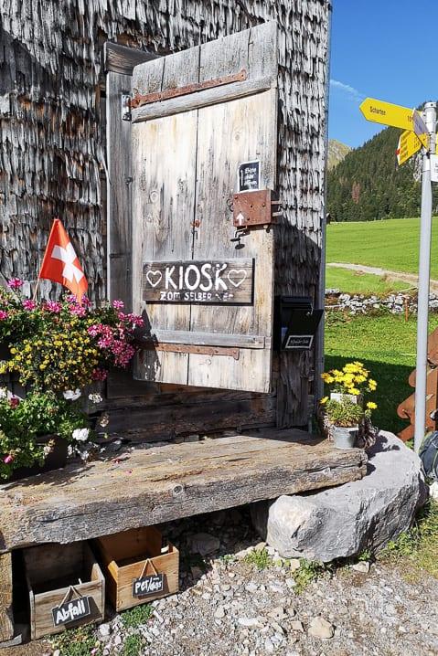 Kiosk in Gubel für Wanderer
