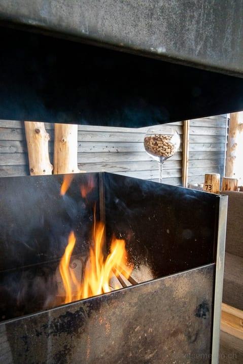 Cheminée auf der Terrasse des Rossalm Bergrestaurants