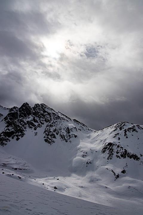 Aussicht ins Val Muragl mit dem Gipfel Las Sours