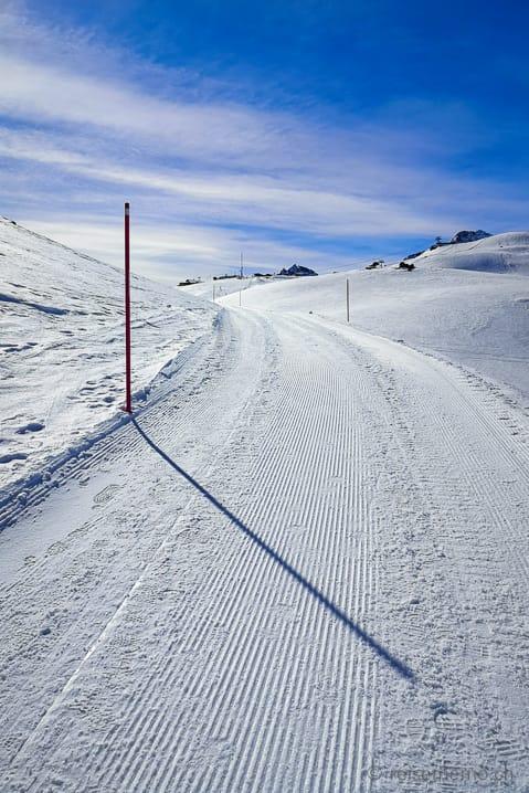Gut präparierter Winterwanderweg von Chantarella in Richtung Corviglia