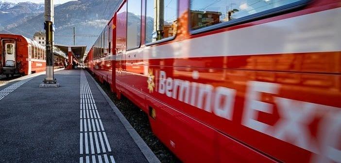 Abfahrt des Bernina Express in Tirano