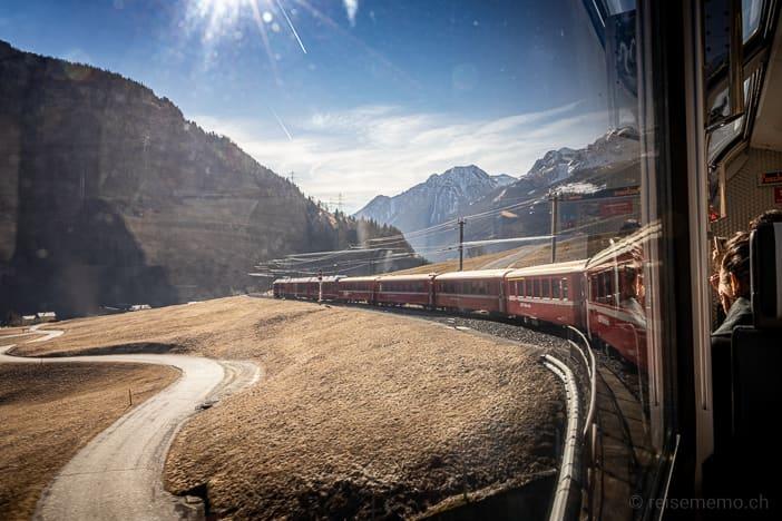 Bernina Express auf der Brücke bei San Carlo im Puschlav