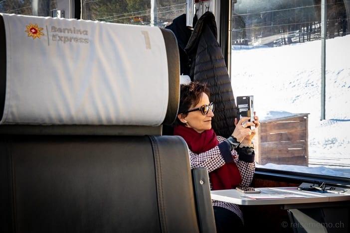 Katja in der 1. Klasse des Bernina Express