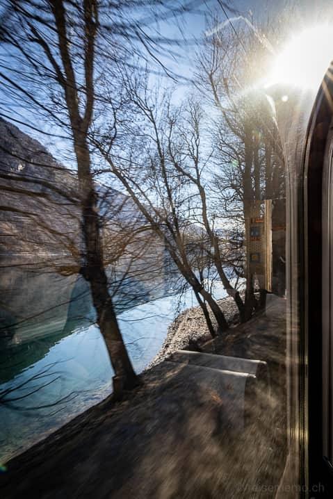 Zugsfahrt entlang des Lago di Poschiavo