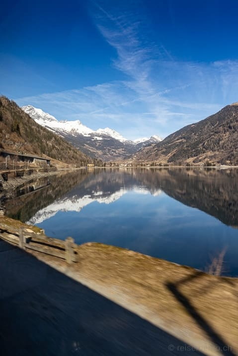 Blick bei Miralago auf den Lago di Poschiavo