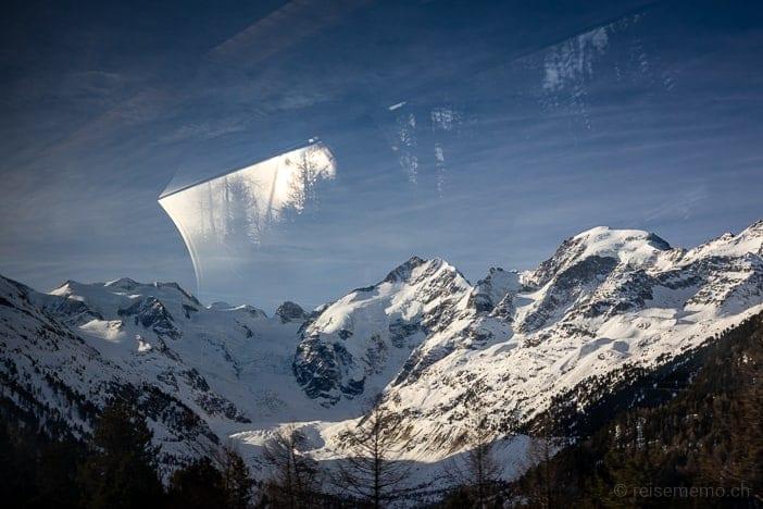 Bernina Express Panoramawagen: Aussicht auf Piz Palü mit Palügletscher und Palüsee in der Cavaglia-Ebene