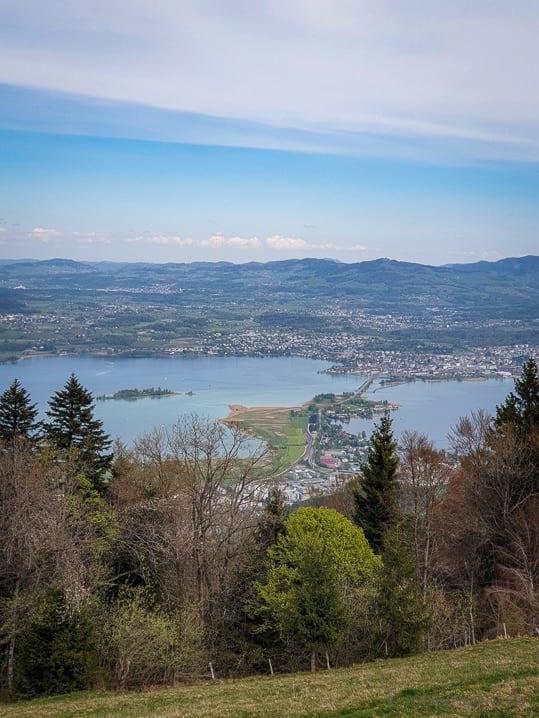 Aussicht auf Pfäffikon, den Seedamm und Rapperswil