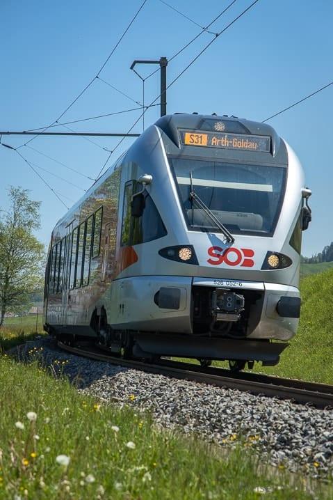 Trassee und Zugskomposition der Südostbahn zwischen Biberbrugg und Rothenturm