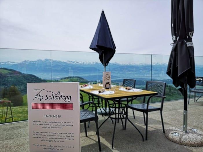 Aussicht von der Terrasse der Alp Scheidegg auf die Voralpen
