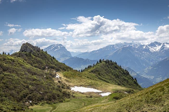 Aussicht vom Zuckerstock in Richtung Rheintal auf den Haldensteiner Calanda
