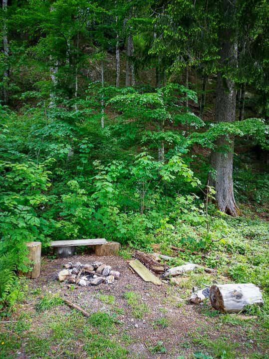 Feuerstelle bei der Hütte am Hessenweg